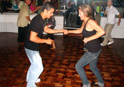 Learn to dance in Spanish in Heredia